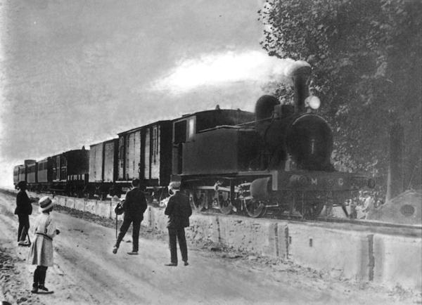 Tren circulant per la línia ferroviària del Calderí. Fons: Arxiu Històric Municipal de Mollet del Vallès