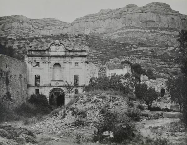 Imatge antiga de la Cartoixa d'Escaladei, La Morera de Montsant (Priorat) 1915-1931. Autor: Pere Català Pic. AthenaPlus, Generalitat de Catalunya. Departament de Cultura.