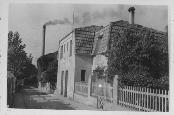 La Casa Colònia a la fàbrica química de Flix. Flix ( Ribera d'Ebre) 193?. Autor: Desconegut. Jaume Masip, Associació La Cana. Arxiu Històric de Flix