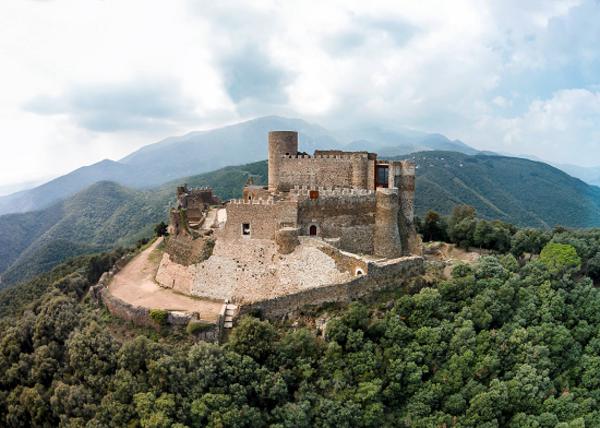Vista actual del castell de Montsoriu. (Arbúcies i Sant Feliu de Buixalleu, la Selva). Imatge: Patronat del Castell de Montsoriu (amb la col•laboració del Museu Etnològic del Montseny).