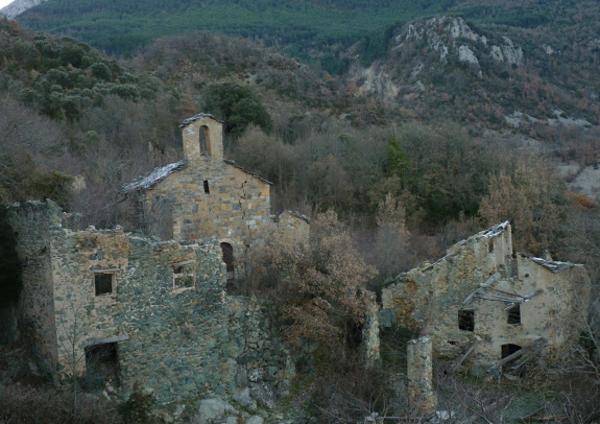 Restes del poble abandonat de Casterner de les olles. Tremp (Pallars Jussà) 2012. Autor: Rubén Oliver.(habitantesdelanada.blogspot.com.es)