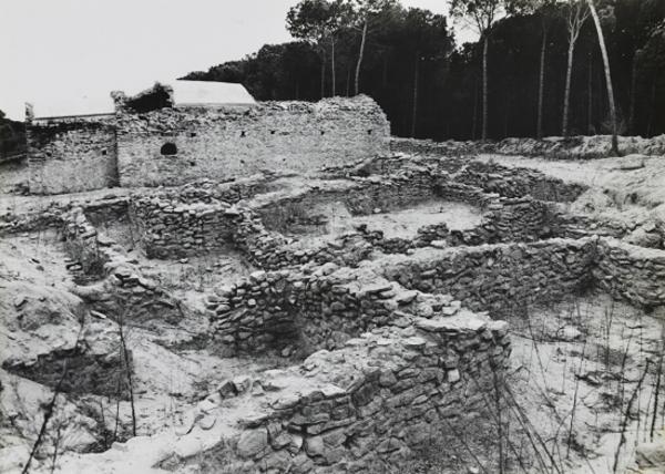 Restes de l'església de Sant Romà de Sidillà, Foixà (Baix Empordà) 19??. Autor: Servei de Patrimoni Arquitectònic. Generalitat de Catalunya, Departament de Cultura.