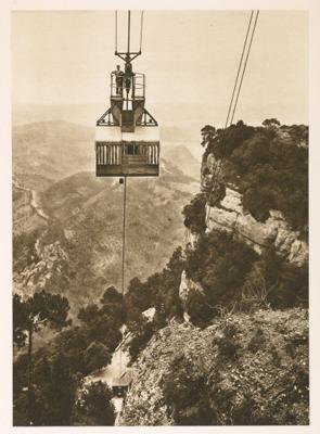 Vista d'una cabina del funicular aeri de Montserrat a Sant Jeroni, Marganell (Bages) 1930 – 1935. Autor: Desconegut. Ajuntament de Girona.