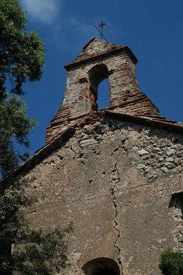 Restes de l'ermita de la Mare de Déu de Gràcia, Alcover (Alt Camp) 2010. Autor: Màrius Domingo. Fons http://campanars.blogspot.com/2010_07_01_archive.html