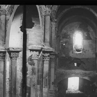 Prov. Interior del monestir de Sant Pere de Roda Autor Bordas i Altarriba, Frederic Data document original [ca. 1890] http://mdc.cbuc.cat/cdm/singleitem/collection/afcecag/id/2243/rec/16