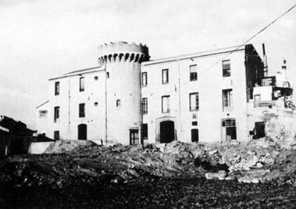 (provisional) La masia de Can Llauder, poc abans del seu enderroc (1970) Foto: Ramon Manent, a Torre Llauder. Mataró. Vil•la romana